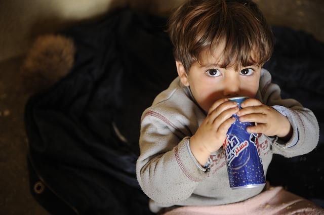 Los peligros de la salud en el consumo de refrescos en niños