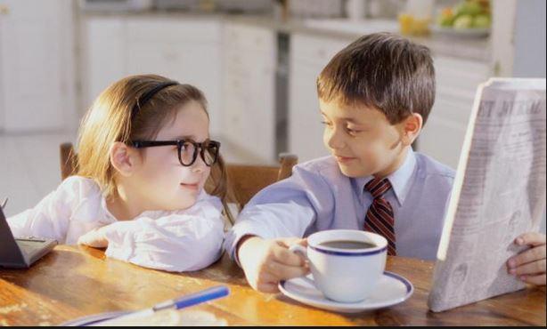 ¿Es bueno dar café y té a los niños?
